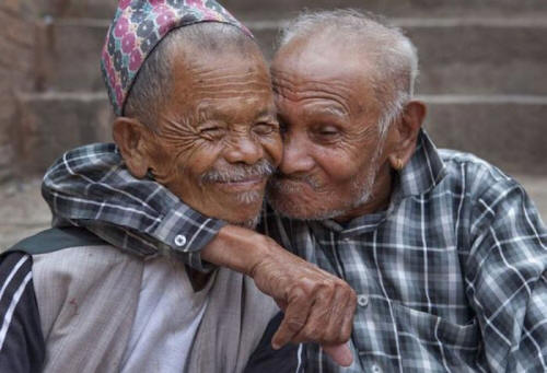 http://whatwillmatter.com/wp-content/uploads/2012/01/Friendship-old-friends-old-men.jpg